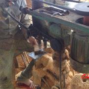 Công đoạn tiện hạt chiêu gỗ Pomu