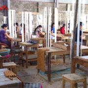 Xưởng đan chiếu chiếu gỗ Pơmu